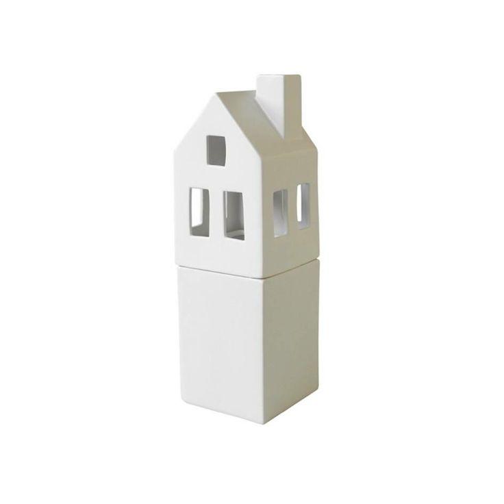 Wit keramiek, een mooi huisje om op tafel te zetten.