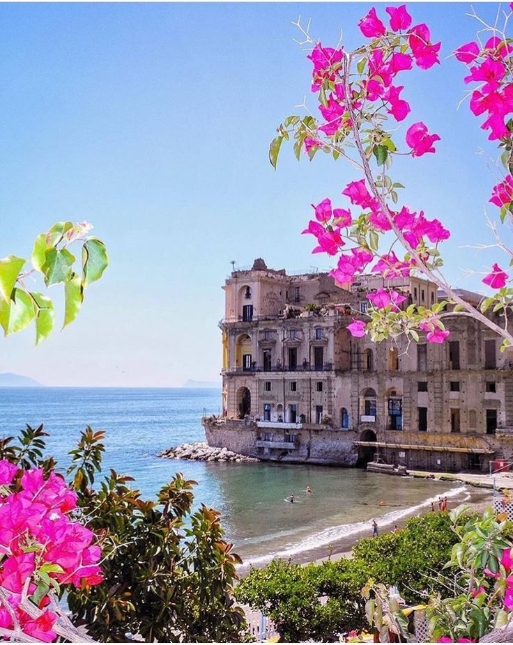 Villa Donn'Anna, Nápoles, Itália  ✈✈✈ Don't miss your chance to win a Free International Roundtrip Ticket to Naples, Italy from anywhere in the world **GIVEAWAY** ✈✈✈ https://thedecisionmoment.com/free-roundtrip-tickets-to-europe-italy-naples/