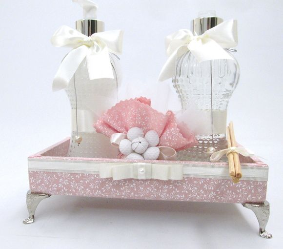 Kit lavabo inclui: bandeja aromatizador de ambiente sabonete líquido sachê R$ 153,00