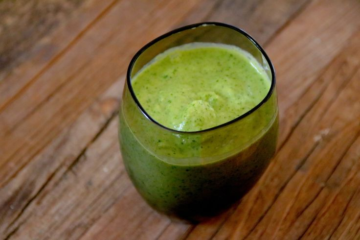 Til tross for den friske grønnfargen, er oppskriften under er en mango smoothie – grønnfargen kommer fra spinaten. Spinaten smakes ikke, men gir smoothien en ekstra boost og gjør den enda sun…
