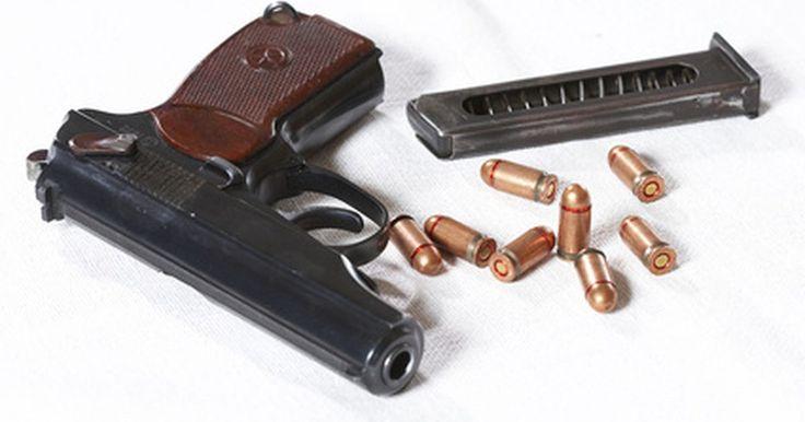 Como recarregar um cartucho 380 ACP de pistola automática. 380 ACP é um cartucho de munição para pistolas automáticas, como a 9 mm Browning Short, a 9 mm Corto e a 9 mm Kurz, e deve-se ter cuidado para não confundi-las com outras parecidas, como a 9 mm Parabellum, a 9 mm Makarov, a 38 Super ou a 38 S&W. O peso da bala para essa pistola varia de 88 a 100 grãos.