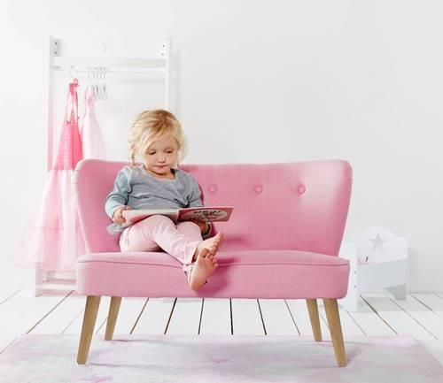 Cute pink little sofa for your girl's bedroom #casegoodsforkids #kidsdesign #kidsroom Find more inspirations at www.circu.net