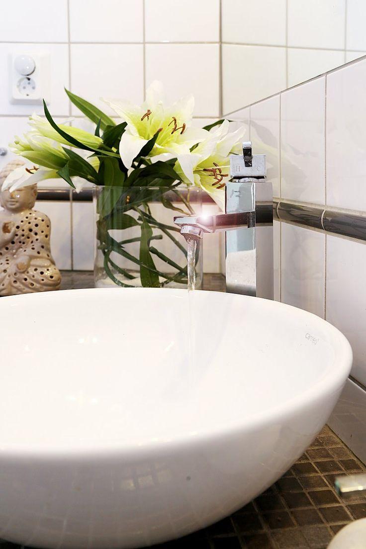 Inredning tvättställ med pelare : 18 best Tvättställ images on Pinterest | Basins, Bathroom closet ...