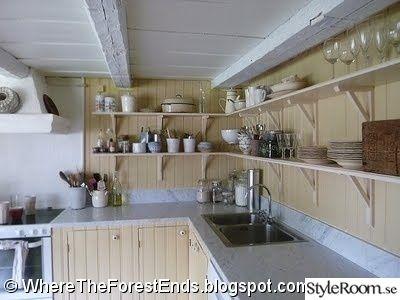 kök,1800-tal,torp,kök i torp,marmor,cararra,öppna hyllor,kök i gammalt hus,lantligt,retro,gammaldags kök,gammaldags