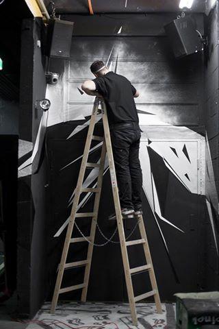 Graffiti Concept & Design | Client: Die Kantine Linz | Website: www.r-g.at | Photo: © Melanie Asböck #graffiti #graffitiauftrag #graffitijob #graffitiart #graffitiartist #graffitikunst #graffitikünstler #club #design #dark #lowlight #interiordesign #interior #walldesign #linz #austria #vienna #art #dreieck #silver #chrome #black #schwarz #silber #graphic #nightclub #writer #writing #artist #art #triangle #triangles #dreieck #ladder