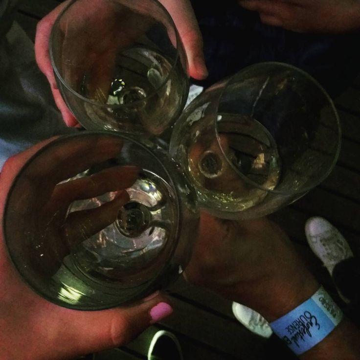 Suenan The Limboos�� #enofestival #ourense #vinoymusica #timetopiripis #music #musicmoment #musictime #piripis #wine&music#thelimboos #ribeiro #alive #festival #concierto http://misstagram.com/ipost/1549553948480883020/?code=BWBHxszgclM
