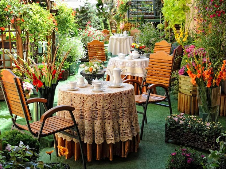 Letni ogród Hotelu Europejskiego, przepiękna restauracja wśród zieleni.