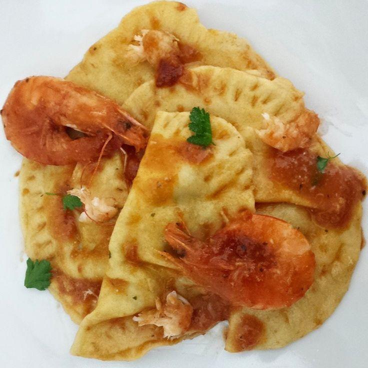 Mezzelune ai gamberi con ripieno di carciofi - pasta, pasta ripiena, pesce, gamberi, ripieno, carciofi, fish, shrimp, artichokes...