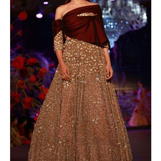 Another lehenga by Manish Malhotra see more from his collection on our blog today. Link in profile #bridallengha #receptionlengha #lengha #lehenga #bridalfashion #herecomesthebride #southasianbride #southasianwedding#desicouture #weddingportraits #weddingphoto #weddingphotography #beautiful #weddingtraditions #hinduwedding #shaadibazaar #allthingsbridal #love #girly #instagood #happyday #india #traditional #memories #ethnic #cutie #colourful #unforgettable #aifw