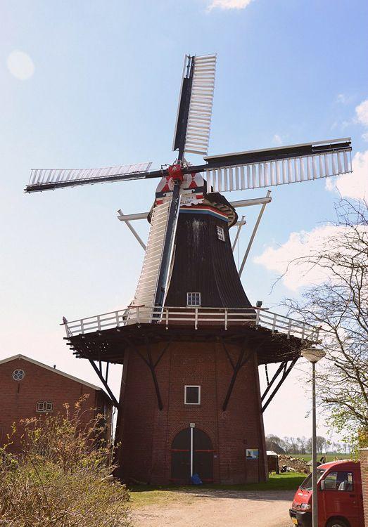 Flour and grinding #mill De Zwaluw, Zuurdijk, the #Netherlands http://dennisharper.lnf.com/