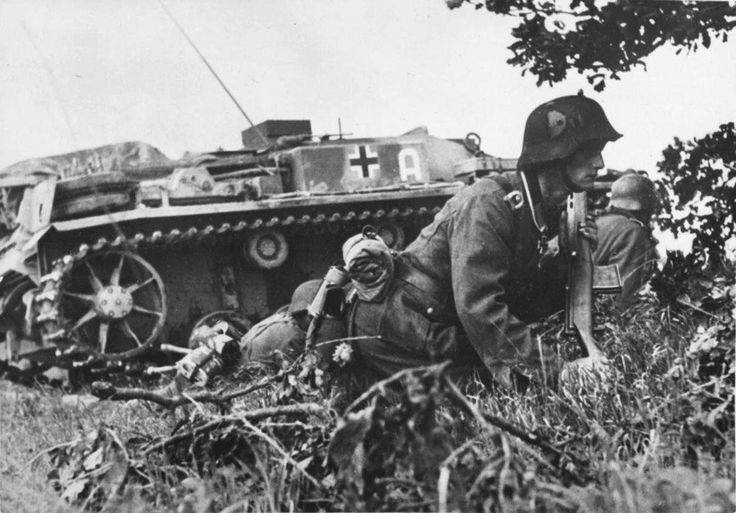 "panzerbekampfer: ""NCO Holding a SVT Rifle, With a StuG III Ausf. F Behind Him - Near Novorossiysk 1942 """