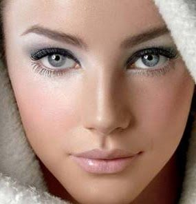 Silvery eye shadow. Gives a winter princess feel, especially when paired with light nutral lips and cheeks.