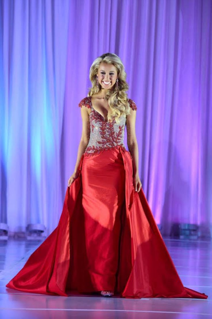 The teens of 2016 have absolutely slayed the pageant runway when it comes to onstage wear, whether it be gowns or even swimsuits. There have been so many amazing gowns we have seen this past year.  Some teens have gone above and beyond and wore some absolutely stunning gowns. Here are the top gowns worn by teens this past year.  Here: Miss Teen America 2016, Megan Whittaker. Photo: Miss Teen America