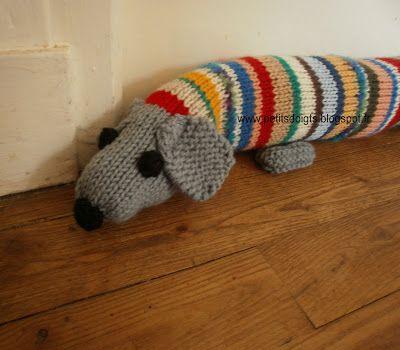 Un bas de porte boudin en forme de chien qui  mesure 87 cm environ. On peut bien sûr le faire de la longueur que l'on veut, il peut couvrir ...
