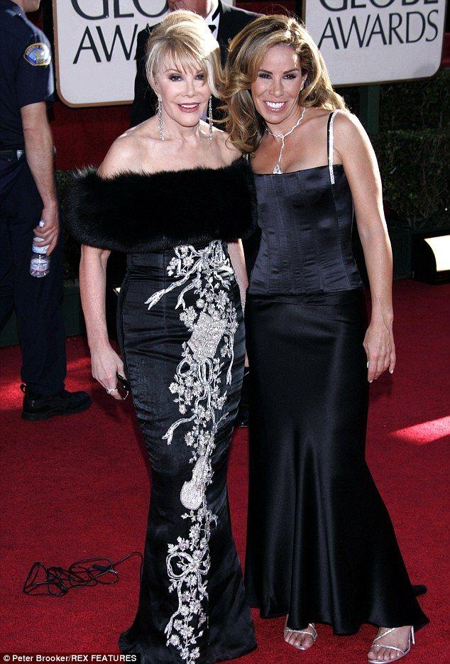 """Все-таки тяжело: Мелисса Риверс рассказал Weekly, что ближе смерти матери Джоан была 'горько'; здесь они увидели на """"Золотой глобус"""" в 2005 году"""