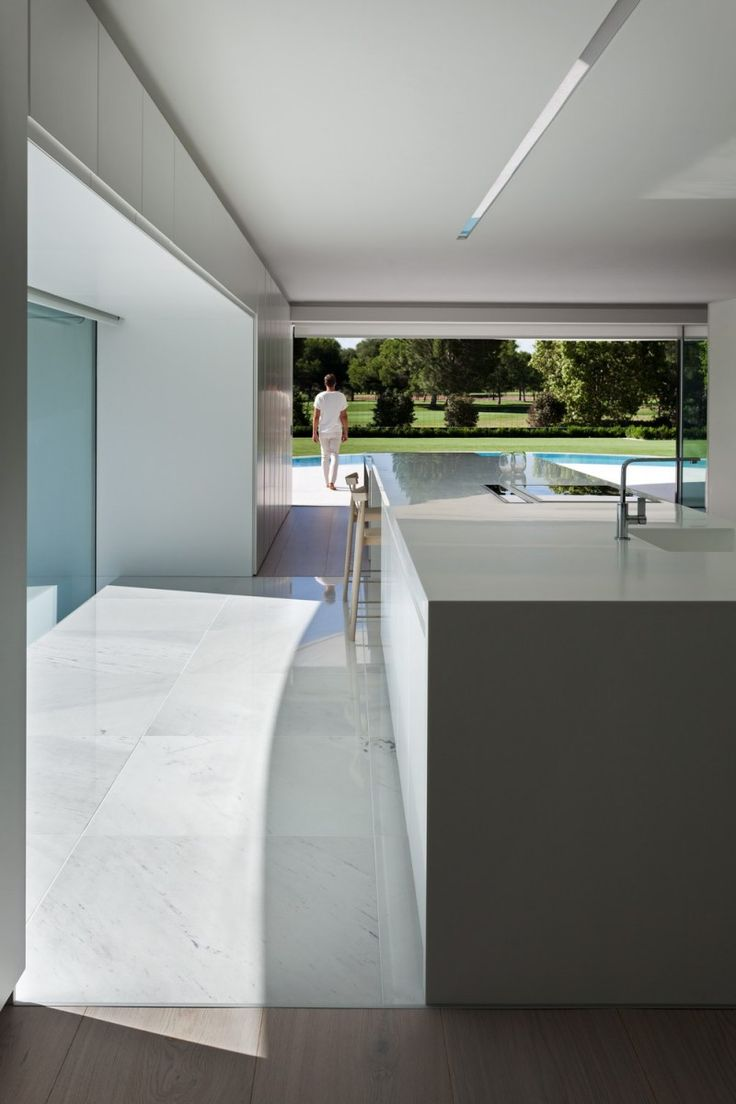 Una casa futurista en Valencia - Decorabien.com Una casa futurista en Valencia - Decorabien.com #piscina #piso #hogar #casa #futurista #moderna #arquitectura #decoración #diseño #interiorisimo #estilo #blanco #cocina Inspírate con nuestras ideas, consejos, etc.