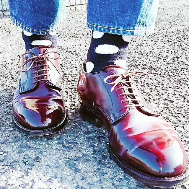 2018/01/22 07:21:31 socksarefashion 📸@resolute710gucchi for more 🧦 follow 👉 @socksarefashion • • • •  BEAMSの定員さんにバリーラストだと7.5だと進められた。 今はモディファイドとバンを8Dでしっくりきてるんだけど。 「靴は皺ができないくらいにピッチリ履く方が良いですよ。」 って言われたけど波打つ皺がカッコいいはずなんだけどなオールデンは。 #alden#aldenshoes#aldenarmy#beezrichcream#englishgild #あしもと倶楽部#足元クラブ#足元倶楽部#靴磨き#靴バカ#shoes#shoestaglam#shoeshine#革靴#靴#shellcordovan#コードバン脱皮#薄化粧推進派 #オールデン #サフィール #saphir #リゾルト #resolute