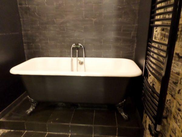 Les 25 meilleures id es concernant baignoire sur pied sur - Salle de bain avec baignoire sur pied ...