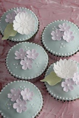 Cupcake tips for diy baking and decorating on a large scale.