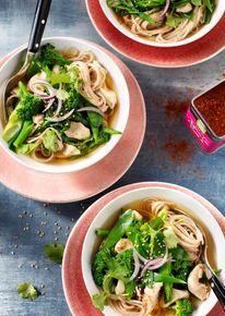 Thaise soep met kip en udon-noedels