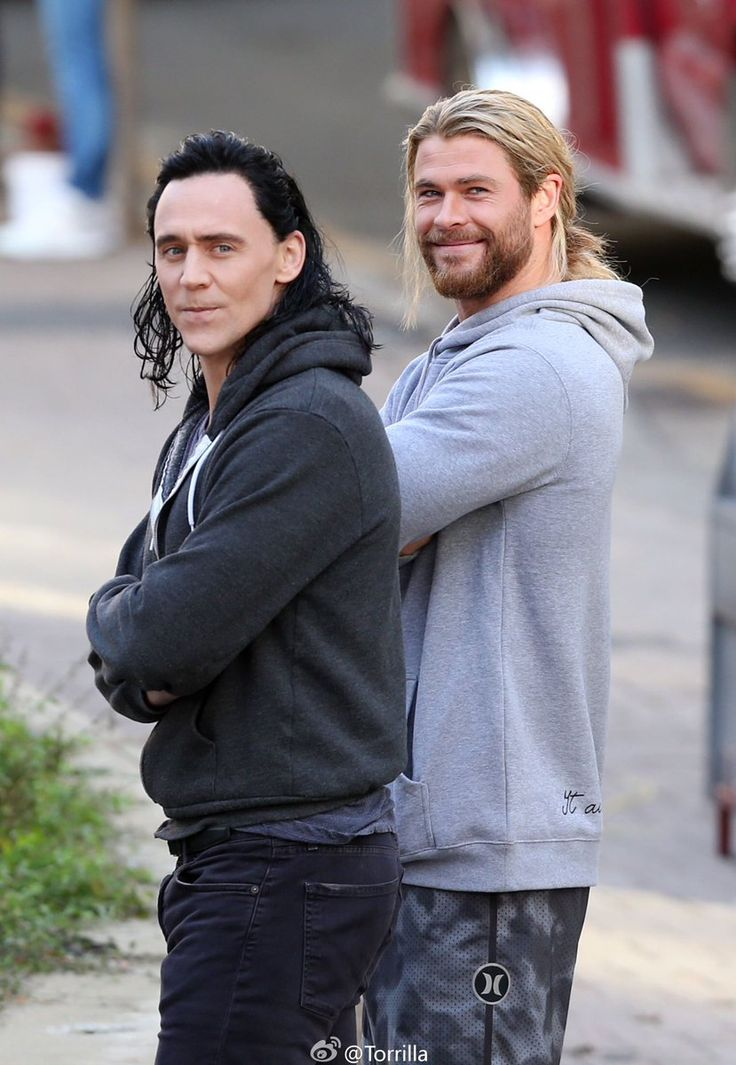 This looks weird. Not sure if it's photoshopped? Chris Hemsworth and Tom Hiddleston looking like Thor and Loki went full on scruffy midgardian