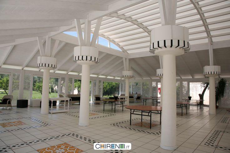 Masseria Pietrasole - Bari , grande sala ricevimenti  in legno  lamellare bianco