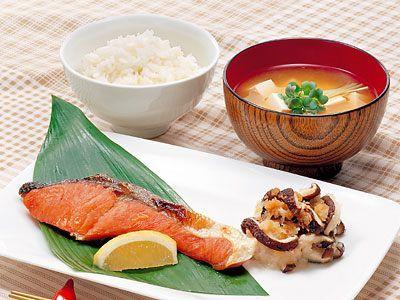 washoku(=japanese food)  Shio-syake, Miso-soup, Gohan(=rice), daikon-oroshi
