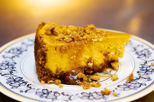 Caramel pumpkin cheesecake with gingersnap crust - pioneer woman
