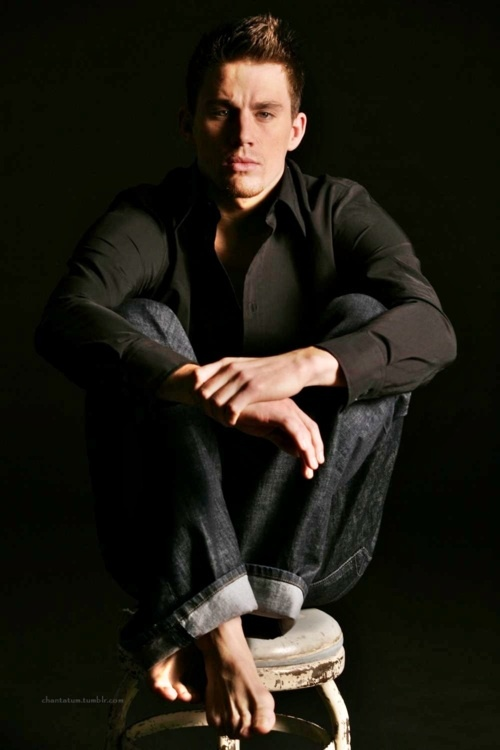 channing tatum with bare feet!! | oh the magic | Pinterest | Channing ...