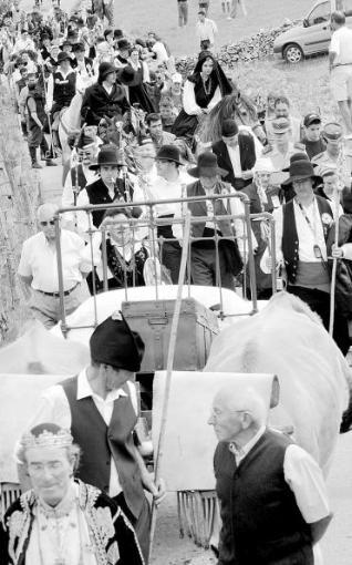FIESTAS DE INTERÉS INTERNACIONAL fiesta de la Vaqueirada comitiva de una real boda vaqueira, en Asturias