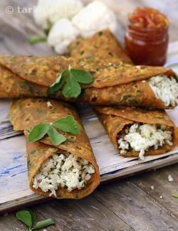 Thepla paneer wrap, a yummy and unique lunch time treat – this traditional gujarati thepla combined with chunda and a paneer and cauliflower stuffing never goes soggy.