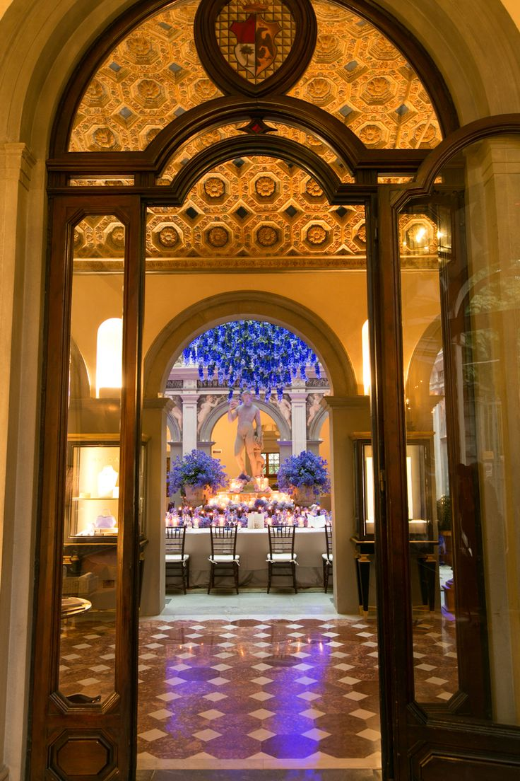 Blue wedding dinner scenographic entrance four seasons hotel of Florence