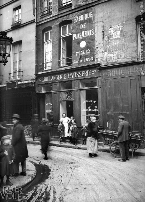 Une boulangerie dans le quartier juif de Paris, avant 1914.