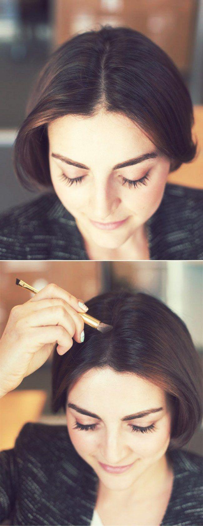 14 Truques de beleza para a hora de se arrumar em casa: Se você tiver cabelo castanho/escuro, e quiser disfarçar um pouco o braço da raiz aparente, experimente passar uma sombra que se assemelhe ao tom do seu cabelo nela.