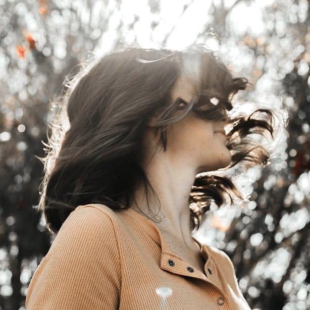 Bosan Dengan Tampilan Rambut Panjang Yang Terurai Kamu Bisa Mencoba Membuat Rambut Keriting Gantung Yang Lagi Tren Rambut Keriting Rambut Panjang Rambut