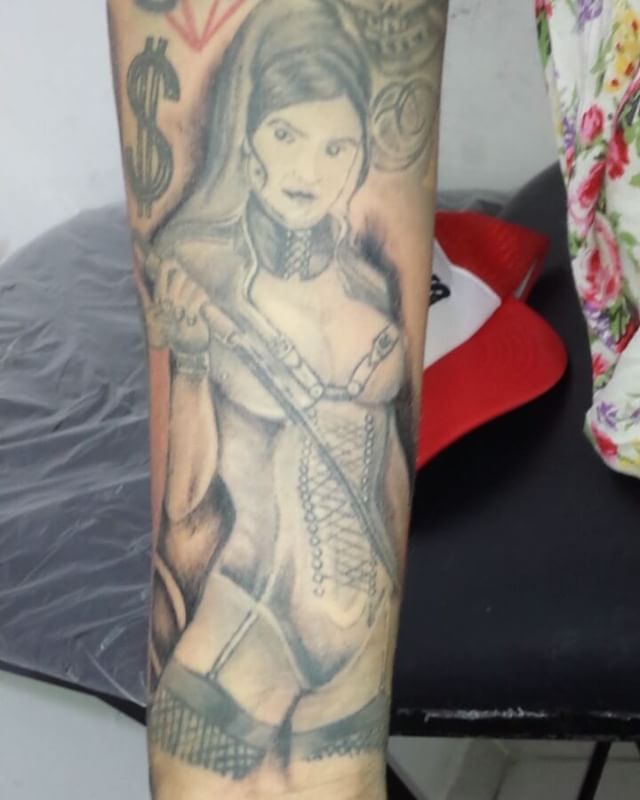 L6 Sesión de retoque para mi bella @yessy_hernandez2 pronto terminamos esas piezas aca en @tainostattoo gorra de @inkshoprd  #tattoo #brazo #adn #fullcolor #nitanvirgen #nitansado  #shadow #colortattoo #beisbol #mipasion #arte #mywork #rdtattoo #dominicanatattoo #tatuaje #art #mitrabajo #inkedgirl #newshop #tintaypiel #sombras #adntattoo #detalles #nuevolocal #retoques #sadogirl #tattoowork #whatsapp +18493512772 #luistattoo #tainostattoo…