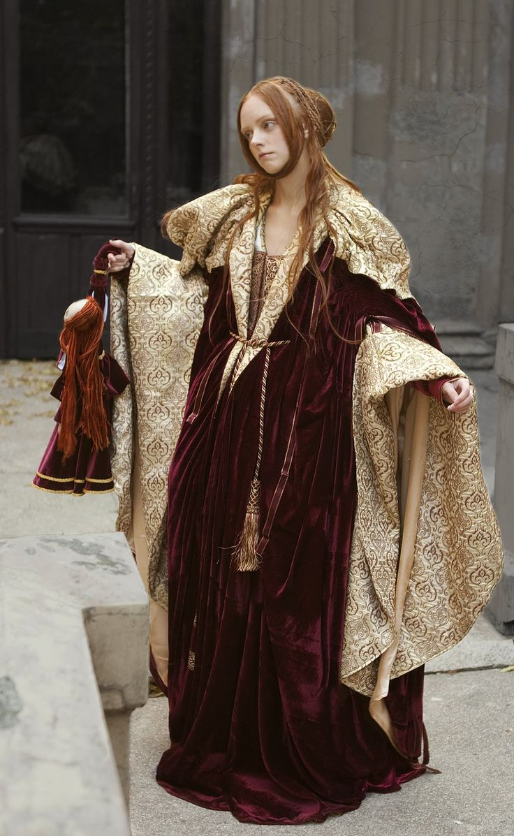 This is just one FABULOUS outfit! This would be probably circa mid 1500s -early 1600s. From PEARSONS RENAISSANCE SHOPPE.