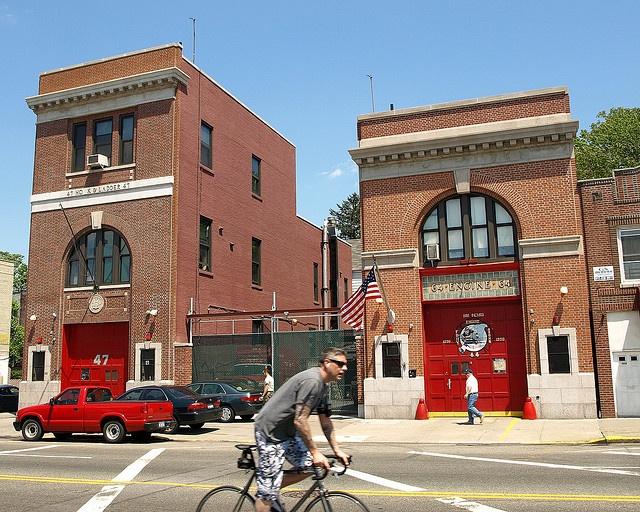 castle hill fire dept | E064 FDNY Firehouses Engine 64 & Ladder 47, Castle Hill, Bronx, New ...