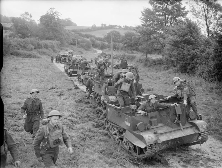 Troops from 3rd Battalion, Reconnaissance Corps, 3rd Infantry Division, 'de-bus' from their Universal carriers at Sturminster Newton in Dorset, 28 August 1941.: Wwii 1940 41, Years 1936 49, 3Rd, Wwii Rufus, Ii 1940 1941, Military Tanks, Gee Tanks