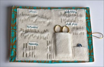 Sewing clutch interior/free download tutorial.  I like the separation of the different needles.