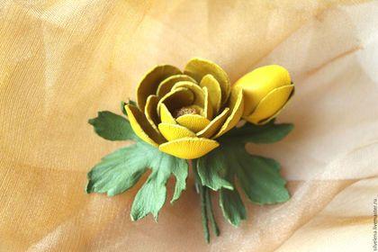 Броши ручной работы. Ярмарка Мастеров - ручная работа. Купить Брошь-цветок из кожи Купальница. Цветы из кожи. Handmade.