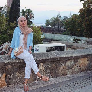 Enjoying my vacayyy ✨ | outfit details blouse: @zara shirt: @bershkacollection pants: @monki shoes: @primark bag: @zara