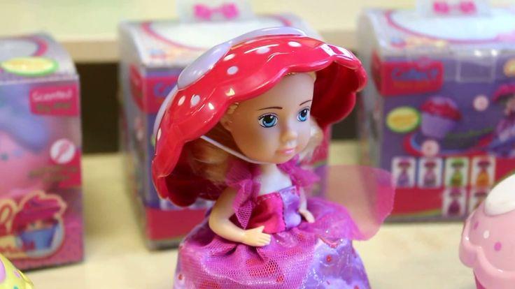 Кукла-капкейк | Такая кукла не оставит равнодушной ни одну маленькую принцессу! Да что там, даже мамы будут в восторге! Изюминка этой куклы в том, что в коробочке сначала мы видим кекс, но пара легких движений и вуаля, перед нами чудесная куколка. Диаметр кекса 9 см Высота куколки 14 см Так же фишка этой чудо-игрушки - это невероятно вкусные ароматы! Каждая кукла из этой серии, имеет свой. Малинка, ваниль, шоколад, черника и другие.
