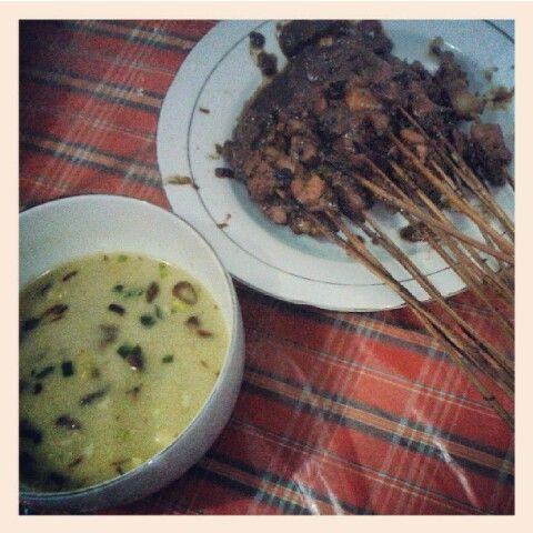 Sate ayam with soup