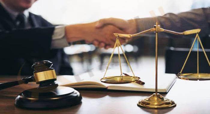 تفسير حلم رؤية المحامي في المنام رمز المحامي في الحلم للعزباء والمتزوجة والحامل والرجل معنى لبس لباس المحامي دلالا Lawyer Criminal Defence Lawyer Legal Help
