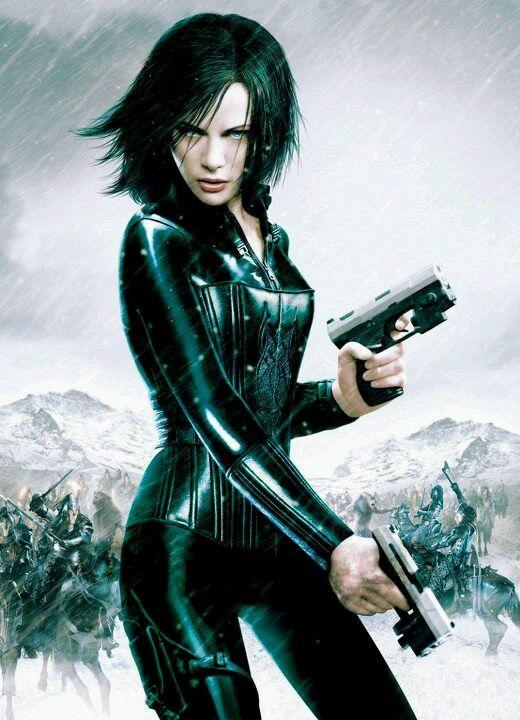 Underworld. Kate Beckinsale. Pateando el trasero de humanos, vampiros y hombres lobo por igual.