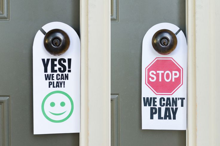 Let neighborhood friends know when your kids are free to play with a door sign. #lifehack