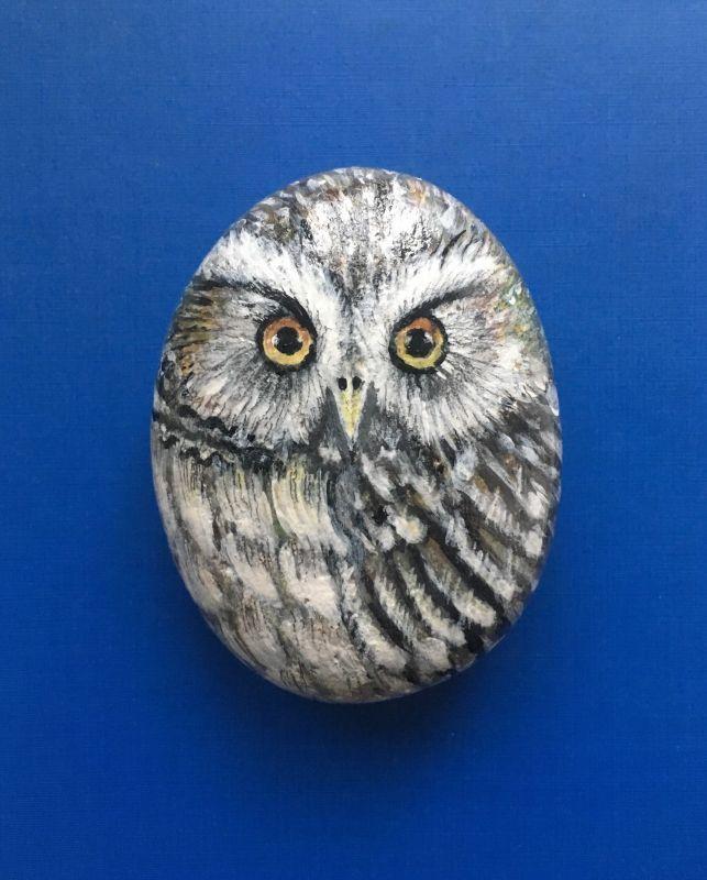 Original Hand Painted Little Owl Rock av Valida Jarmetova