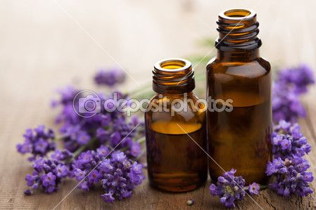 Эфирное масло и цветки лаванды — Стоковое изображение #12751885