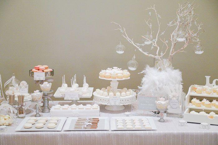 Una mesa de dulces muy elegante para una boda / An elegant sweet table for a wedding